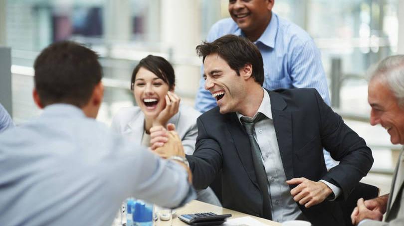 Resultado de imagem para pessoas trabalhando felizes